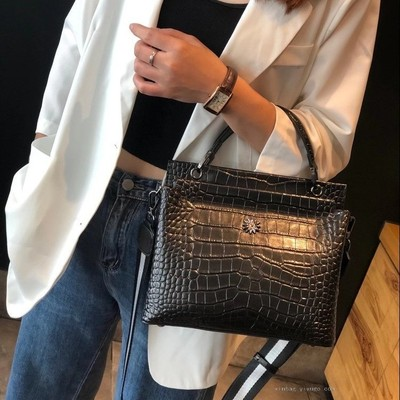 New Women's Shoulder Large Capacity Crocodile Pattern Cowhide Leather Women's Bag Crossbody Bag 3117